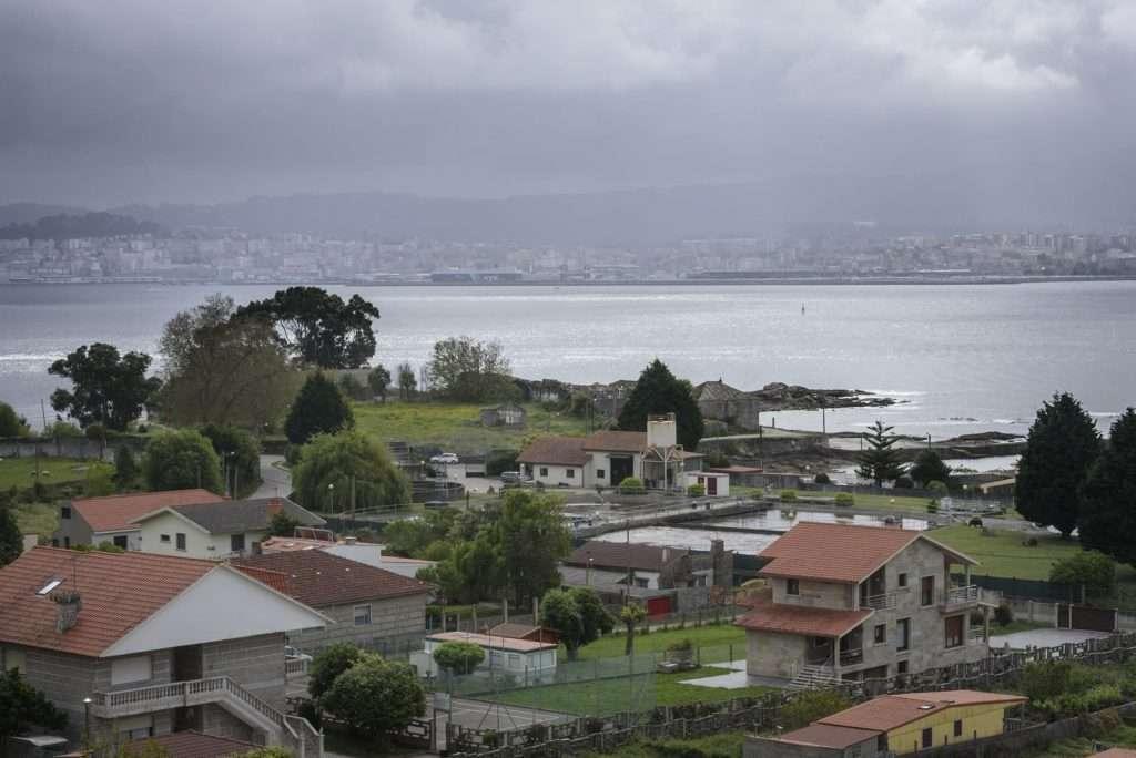 A auga cruza a ría de Vigo para chegar a Cangas