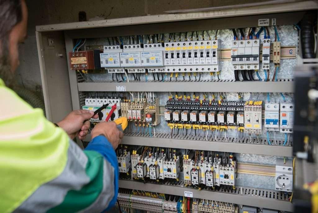 Instalación eléctrica dun dos catro bombeos de auga potable de Cangas, situado en Piñeiro de Darbo